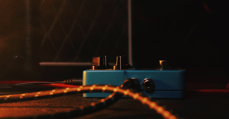 guitar pedal with cable