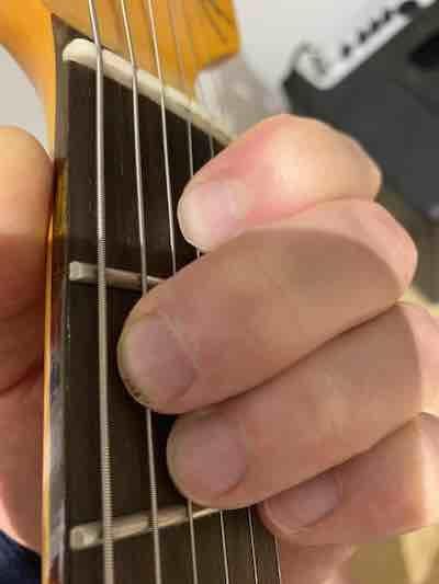 E chord fingering
