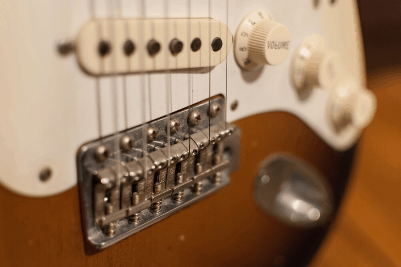 Stratocaster hard-tail bridge