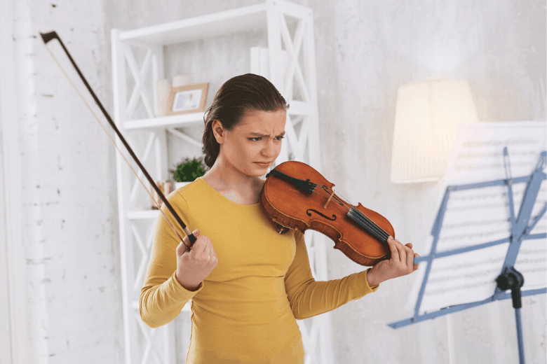 girl having issue playing violin